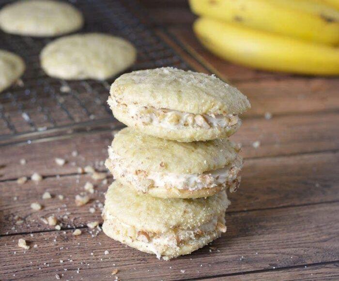 Banana Cream Whoopie Pies