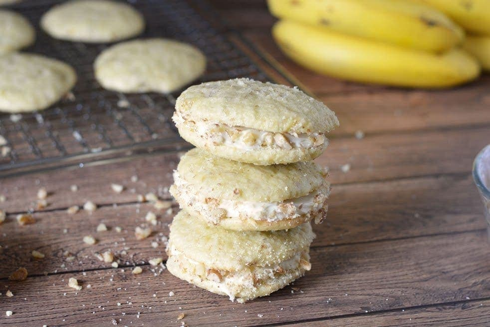 Whoopie pies are a true southern thing. If you live in the south, you know whoopie pies are as important as sweet tea. Ya'll might as well figure out how to whip yourself up some of these Banana Cream Whoopie Pies. #WhoopiePies https://lifefamilyfun.com/banana-cream-whoopie-pies/