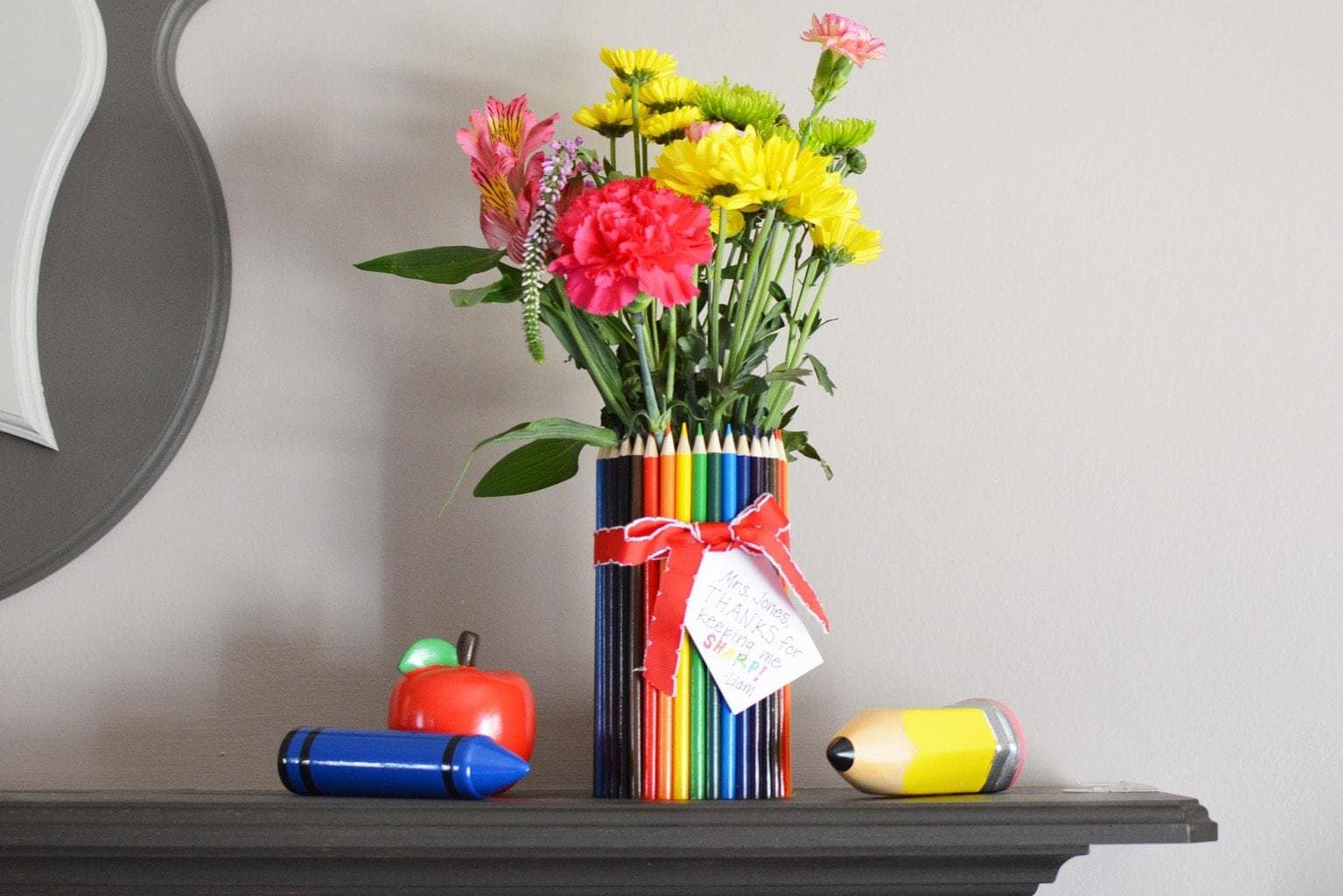 diy teacher gift made with colored pencils and flowers