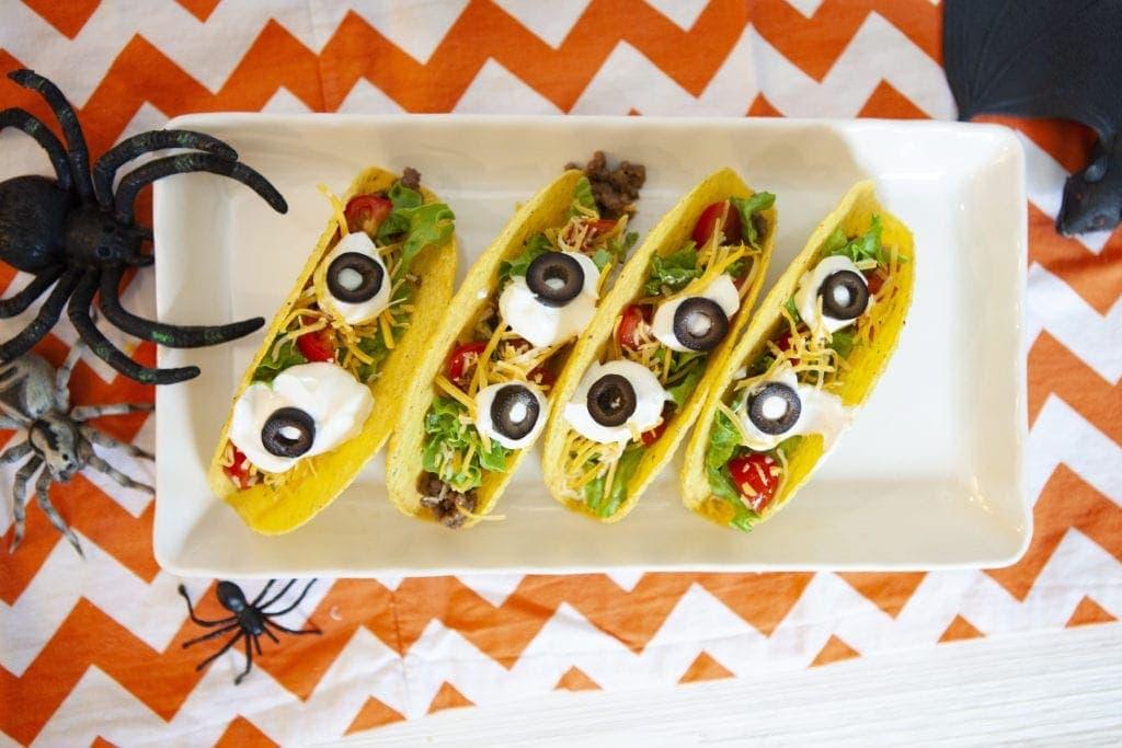 eyeball tacos, tacos for halloween, how to make halloween eyeball tacos