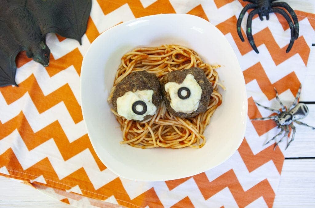 spooky eyeball spaghetti, spooky spaghetti with eyeballs