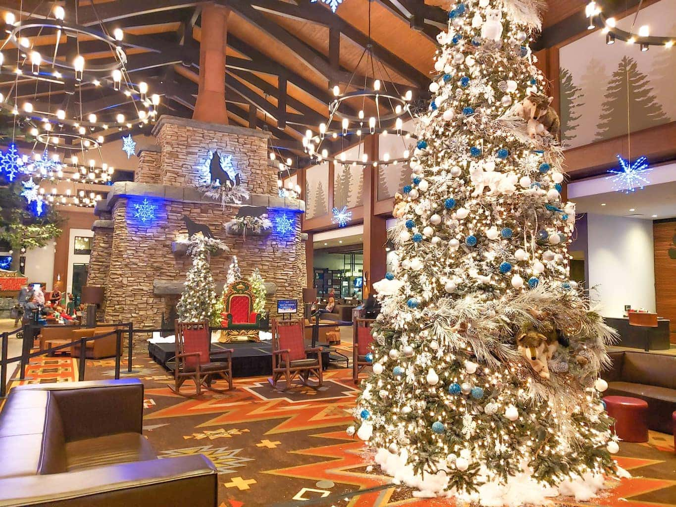 Christmas at Great Wolf Lodge - If you've been searching for a place where you can literally enjoy everything under one roof, Great Wolf Lodge in Georgia is waiting for you to book your reservation. It's no exaggeration that there was literally something for everyone to do, and there wasn't a moment of downtime to even worry about. We've compiled 5 great reasons you should stay at the Great Wolf Lodge.