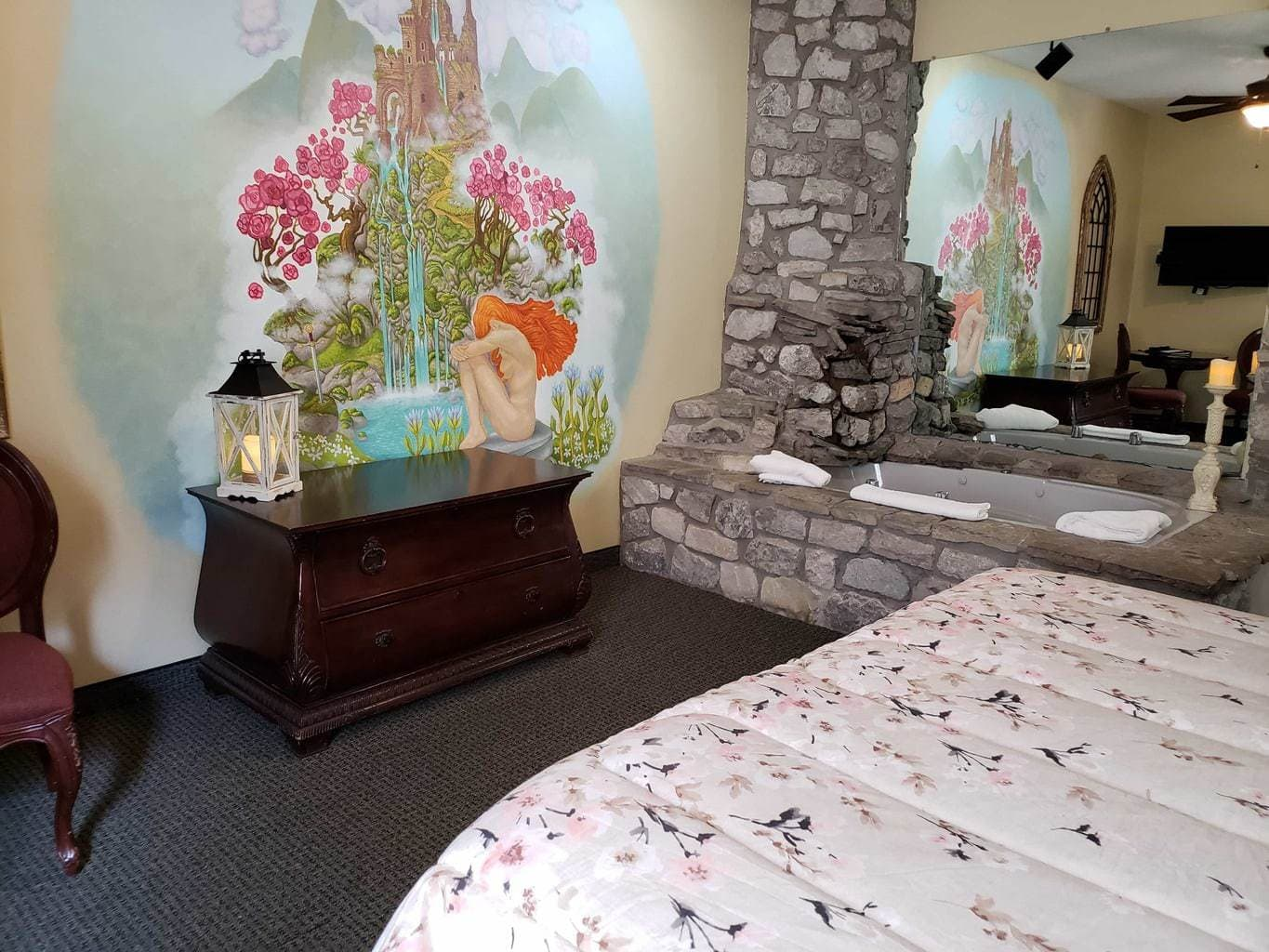 camelot hotel themed room