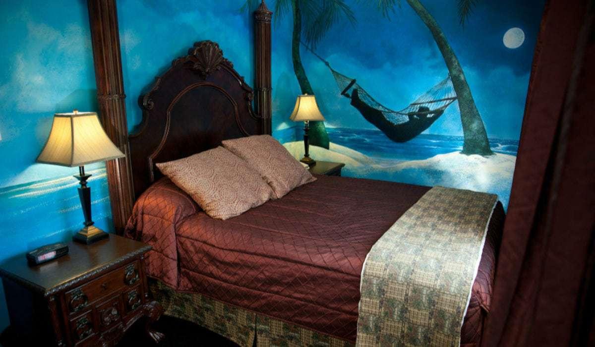 Tahitian Nights Hotel Themed Room