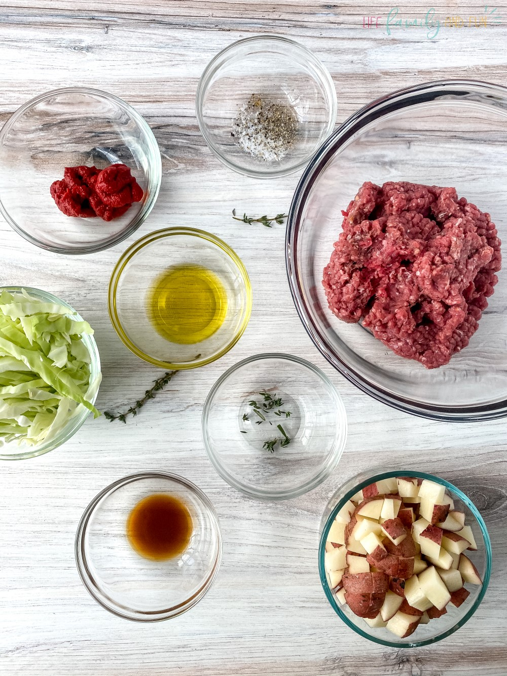 Ingredients for the meat pie